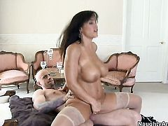 Brunette Barry Scott with juicy booty and trimmed muff fucks like a first rate hoe in steamy hardcore action with hot man