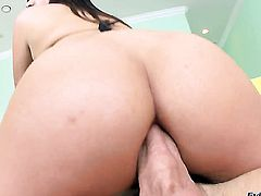 Saucy kitty Samora Morgan puts her soft lips on erect meat stick