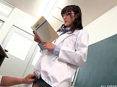 Japanese teacher was fingered hard by the headmaster, while teaching in classroom. The classroom is full of male students, but all of them are busy with their works. Hiding under the desk, headmaster removed Iioka's panties and fingered her pussy. Facial expressions of Iioka Kanako (Teacher) are too tempting.