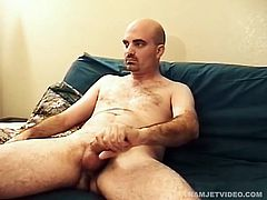Meet big dick Brad, a bisexual who enjoys men and women equally in bed. He is here to deliver a stroke show and doesnt disappoint. Enjoy, as this sexy young guy strips naked and beats off for us. Hopefully hell come back and show us how he fucks a guy.
