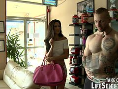 The super fit & super hot Alexa Thomas arrives to the Fitness Paradise to meet the gym's owner. She dreams big: she wants to earn the gym's lead trainer's position. She doesn't know it yet that Fitness Paradise has an evil goddess: Kayla Green.