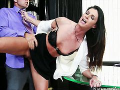 Brunette India Summer wants this sex session with hot guy to last forever