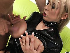 Mandy Dee sucks like theres no tomorrow in steamy blowjob action with hard dicked guy