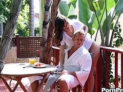 Erotic outdoor hardcore after breakfast with Holly Michaels