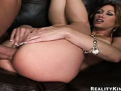 Brunette with round butt cant stop fingering her wet hole