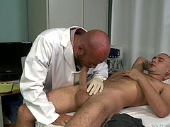 He went to the doctor to make sure everything was working with his cock. The doctor is trained and experienced, so he knows how to make Alex feel better. A test of ejaculation must take place to determine, if his seminal vessels are in working order. The studly doc jacks and sucks off his patient to completion