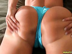 Brunette Kelly Divine with round ass and hairless muff is good on her way to make hot dude explode on oral action