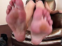 Milf Samia Duarte is on the way to the height of pleasure in solo action