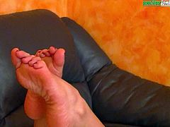 The Puppet Of Elisa - Footjob and Worship