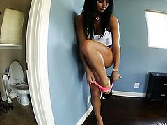 Super sexy slut Sophia Bella gets down on her knees to be throat fucked