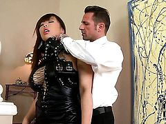 Tigerr Benson gets turned on then mouth fucked