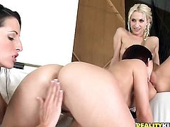 Blonde seductress Sammie Rhodes does striptease before she sticks her fingers in her pussy
