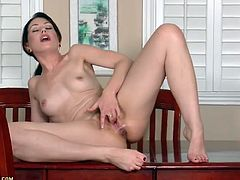 Sarah Shevon soaks the table with her juices