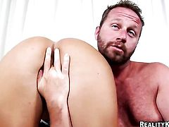 Brunette latin with bubbly booty and shaved cunt and hot bang buddy are so fucking horny in this oral action