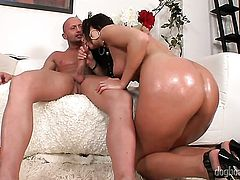 Brunette Joey Biohazard tries her hardest to make horny guy bust a nut with her mouth