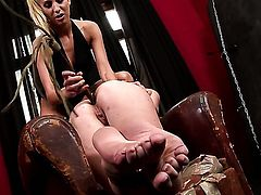 Tiffany Doll gets her dripping wet muff drilled