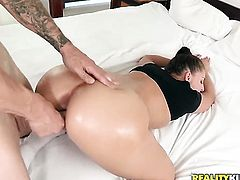 Unbelievably sexy chick Gracie Glam cant wait to be fucked in her mouth by hard dicked guy