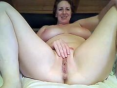 Milf loves anal play