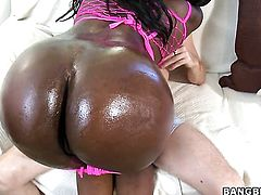 Brunette Tatiyana Foxx with round booty gets the fuck of her dreams with hot guy