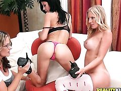 Blonde strokes her fuck hole