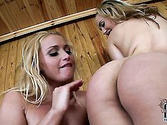 Sophia Knight does her best to turn you on in solo action