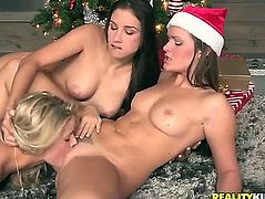 BLOND CELESTE STAR AND JESSA RHODES MAKE LESBO LOVE
