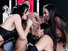 Milf Ariella Ferrera  Veronica Avluv  India Summer does her best to make hot guy ejaculate