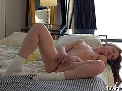 18 Virgin Sex - Jacqueline has a great body