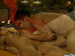 Relax your partner by an intimate and relaxing modern love m