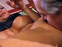 Calli Taylor pussy banged on table