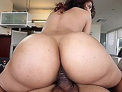 Amazing non-professional POV play with large wazoo,fearsome Kitty Foxxx