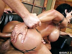 Toni Ribas is one hard-dicked guy who loves fucking Milf Jewels Jade with phat bottom in her bum