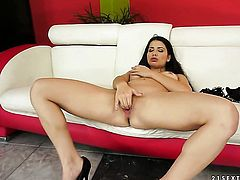 Brunette porn diva spends her sexual energy alone using sex toy