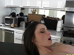 Brunette Dani Daniels is too hot to stop masturbating