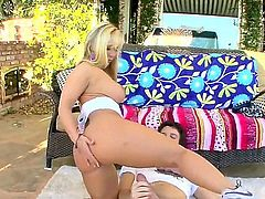 Good looking blonde MILF Austin Taylor with nice big tits puts her awesome bubble butt on show as she rides lucky dude's meat pole in the backyard. He loves drilling her wet milf pussy.