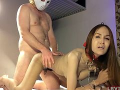 Amateur Thai shemale Pink wears a collar and handcuffs. She gives a blowjob without hands. After dick sucking Pink gets her ass fucked doggy style.