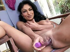 Persia Pele with trimmed muff is in the mood for pussy stroking, Thenewporn.com
