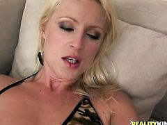 Blonde getting down all by herself, HotShame.com