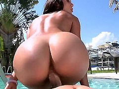 Super sexy pornstar Rachel Starr with nice tits and round ass is here again with new steamy poolside scene. She exposes her gorgeous butt as she rides dick reverse cowgirl from your perspective in the sun.