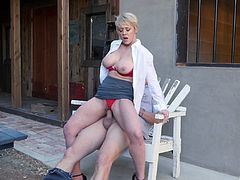 Short-haired milf with big tits Dee Williams gets fucked outside