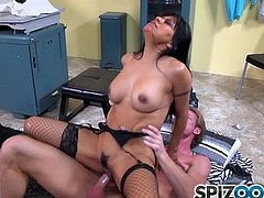 Spizoo - Big boorty Gabby Quinteros is punished by a big dick