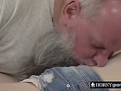 Diminutive cutie knows sexy to blow large penis