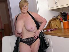 Mature lady Jay loves to play with her giant boobs and rub her pussyhole. Don't you love her very saggy tits? She is going to make herself cum hard while you watch. Don't miss this very hot solo video.
