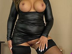 Magnificent British bombshell Kellie OBrian plays with her favorite dildo toy