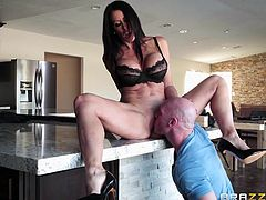 When Reagan wants a cock she needs it to be a really big. This milf opens her legs wide for her man and lets him stick his tongue deep in her pussy. She is so horny and wet now. He can't want to stick his cock deep in her cooch. Look at her suck.