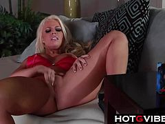 Britney Amber Fingers Pussy