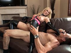 Sweet blonde babe Alana Evans knows what her friend likes the most