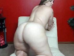 Blonde milf started her show by showing that amazing hot chubby body so you can get hard guys.After that She started twerking with that huge ass so good and toying her pussy at the same time.But she wanted even more so she put that dildo on her bad and started riding it so hard.For to the end she lied down in a missionary pose and started toying that pussy so sexy until you cum.