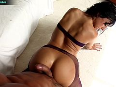 Lingerie-clad Ricki White started the scene wild by inserting a nylon into her asshole. Amazing what she can do at the start of the set as she showed it in front of her partners.