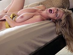 Kelly Madison cannot wait to make her pussy wet during a solo session